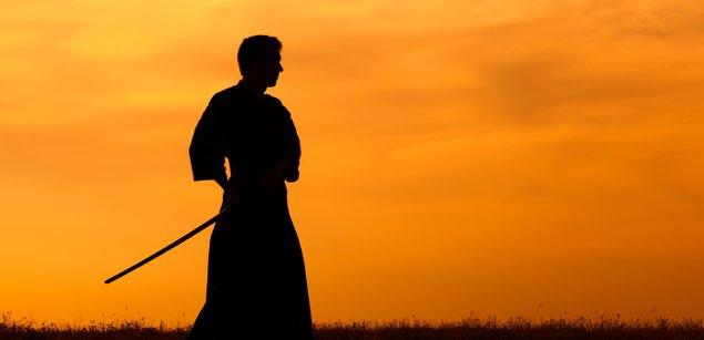 Мужчина с мечем