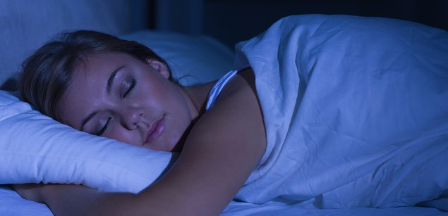 спящая женщина