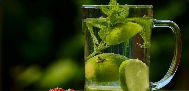 вода с лаймом и с мятой