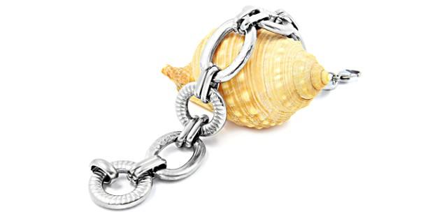 серебряный браслет на ракушке